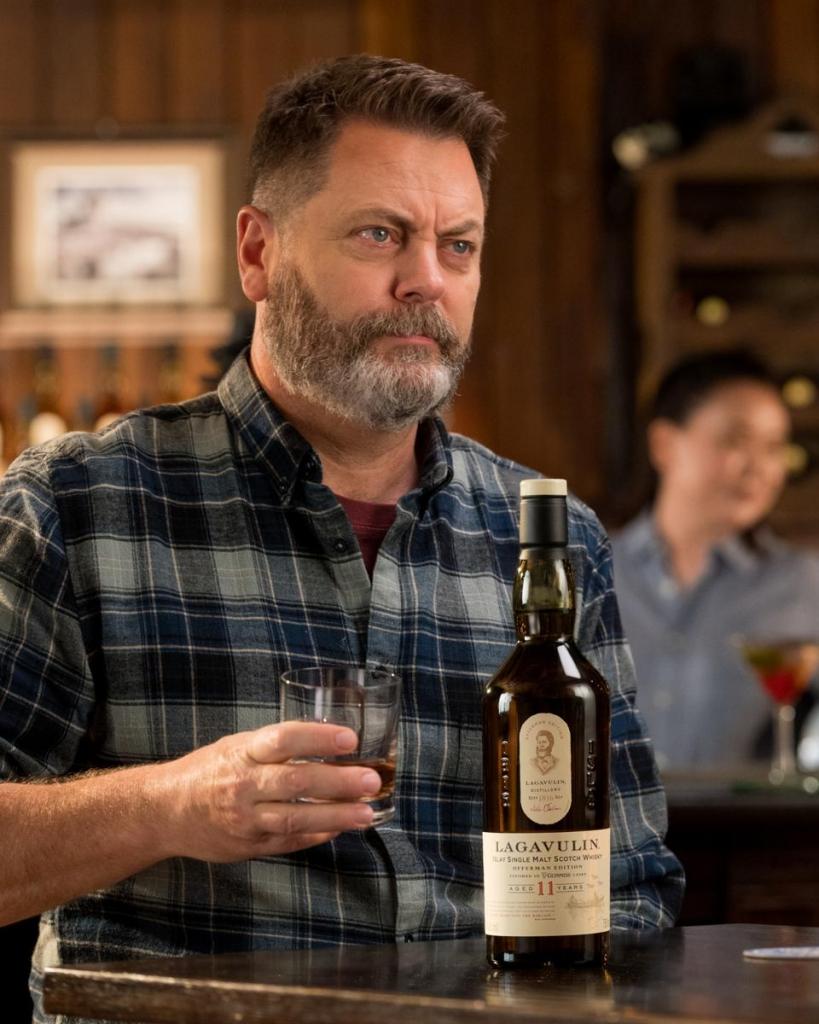 Nick Offerman drinkt zijn whisky